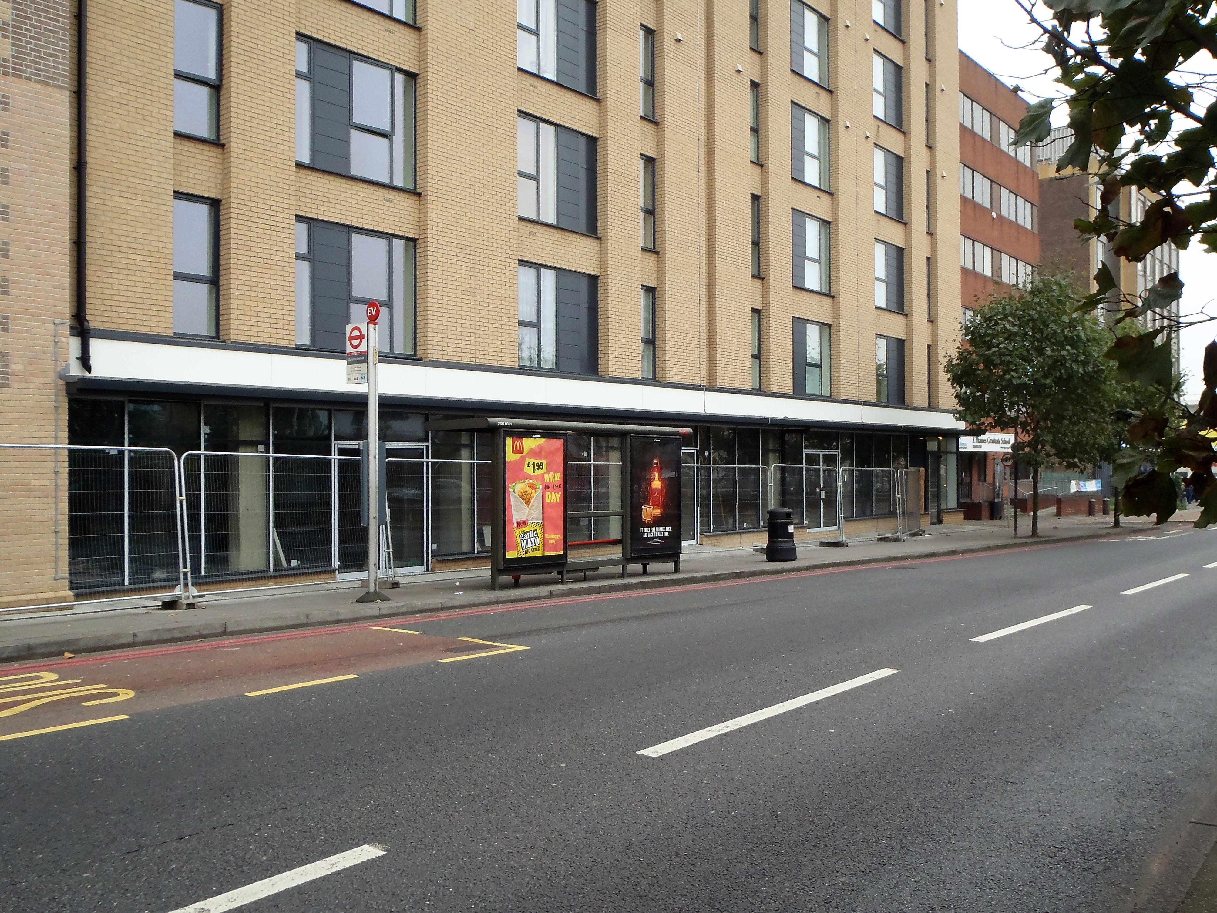 <b>LAST REMAINING UNIT | TO LET - Eastern Avenue, Gants Hill, Ilford, Essex<b>