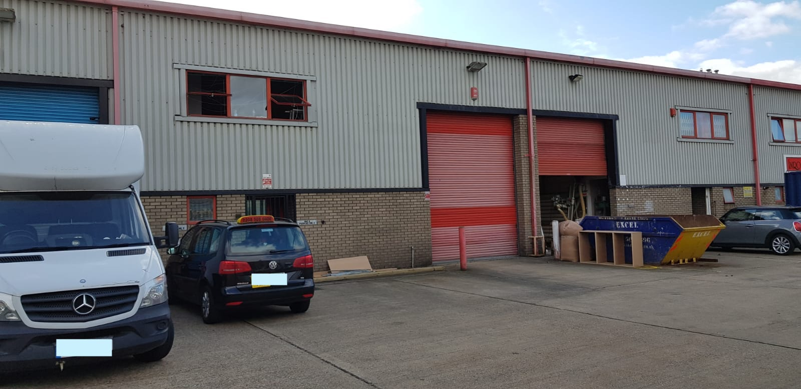 <b> TO LET - Avenue Industrial Estate, E4 <b>