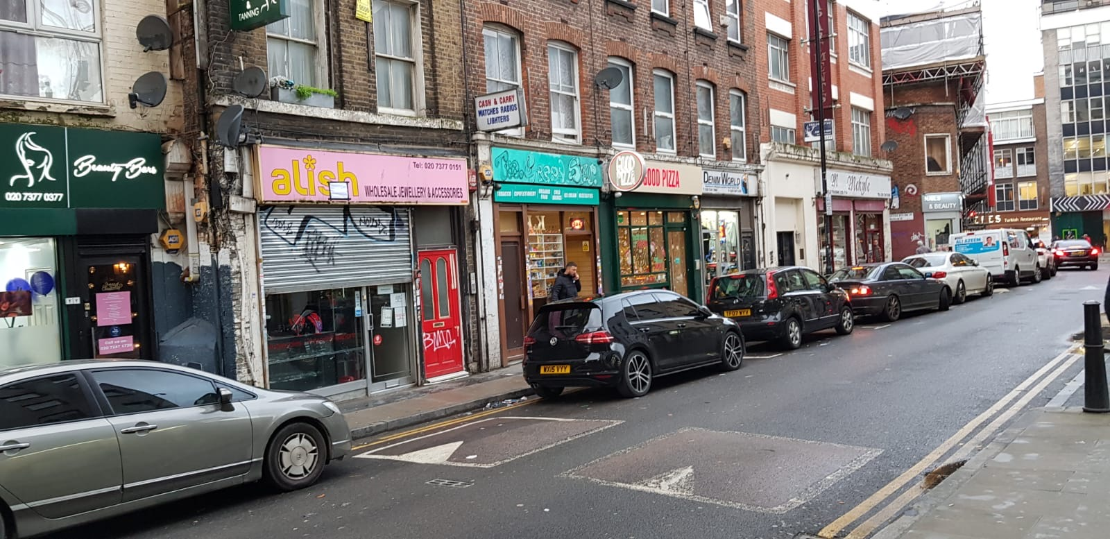 <b> SHOP TO LET - White Church Lane, London E1 <b>