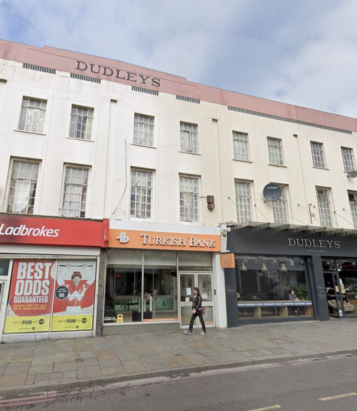 <b> UNDER OFFER - Kingsland High Street, Dalston <b>