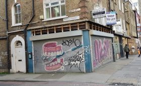 <b> SHOP TO LET - 98 Commercial Rd, London E1 <b>