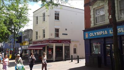 <b> FOR SALE - High Street, Chatham ME4 <b>